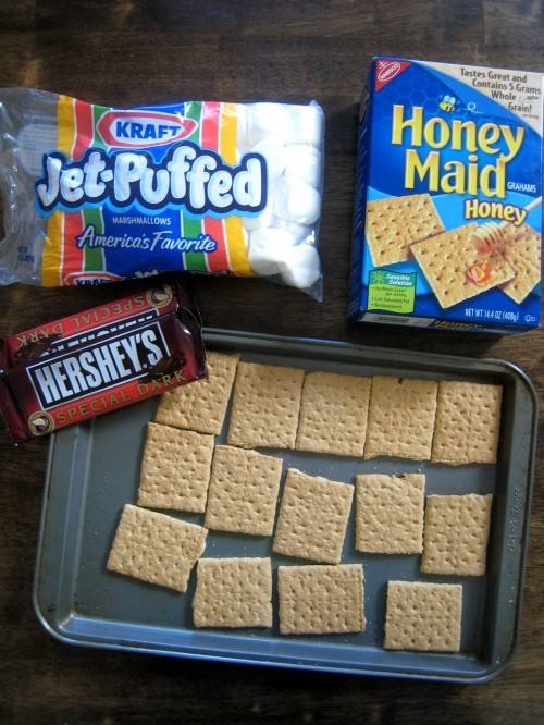 How to Make S'mores Indoors | Easy Oven S'mores | Life As Mom
