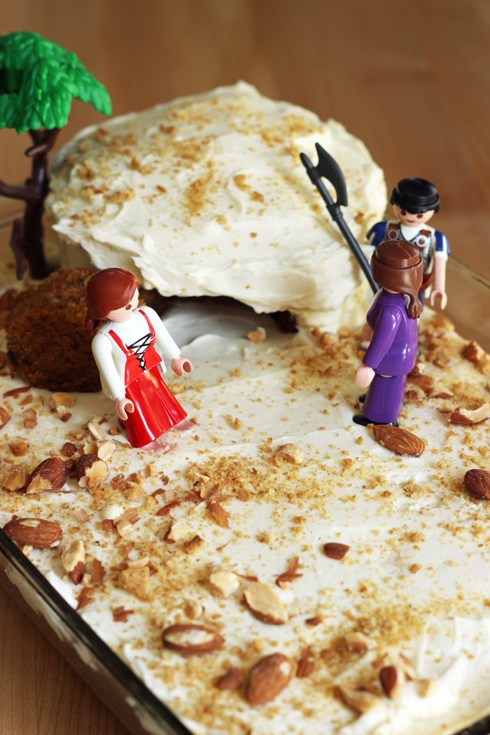 empty tomb cake with figures of women and soldier
