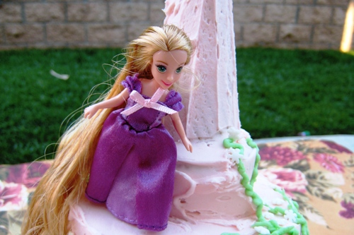 A Tangled Birthday Cake Idea