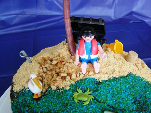 Decorating Cakes with Playmobil