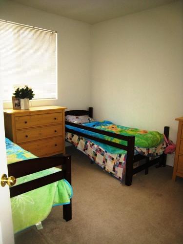 Clean and Simple Kids' Rooms (Zone Defense: Kid Stuff)