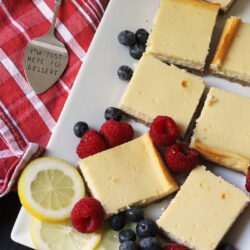 lemon cheesecake bars with berries