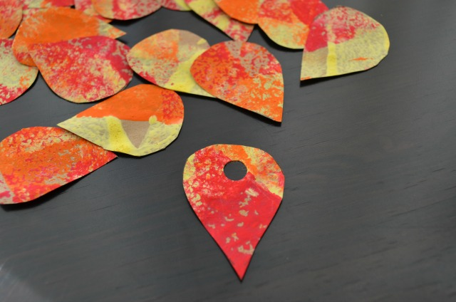 Make a leaf necklace from recycled materials | Life as MOM