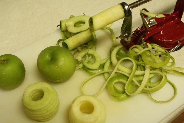 Mini Apple Pies in Jelly Jars - peeled apples
