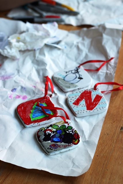 Ceramic Ornaments that Kids Can Decorate - Inexpensive ceramic ornaments become works of art when you hand the kids a set of Sharpies.