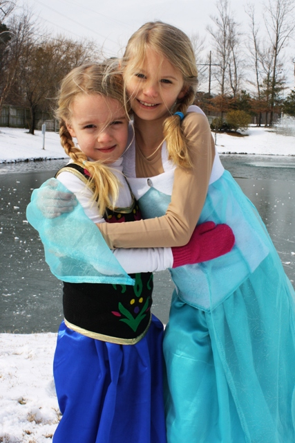 DIY Anna and Elsa Costumes from Frozen | LifeasMOM.com - Create this simple and  sc 1 st  Life As Mom & DIY Anna Costume from Frozen | Homemade Frozen Costume