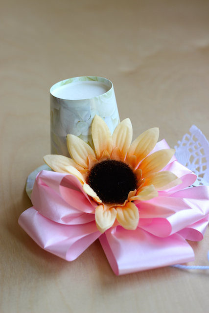 Flowery Things to Make with Kids (plus Flower Hat Tutorial) - May Day is May 1st. While not a holiday in any true sense of the word, it can be a fun occasion to share flowers with friends and family.