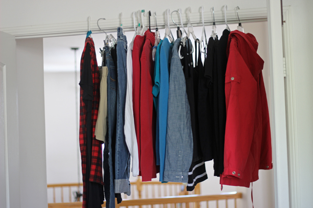 A Mom's Capsule Wardrobe for Travel - What we moms wear matters. It effects our day and our disposition. Consider a capsule wardrobe for making travel with kids easier.