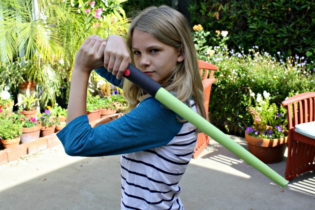 How to Make a Homemade Light Saber with Construction Paper | LIfeasMOM.com