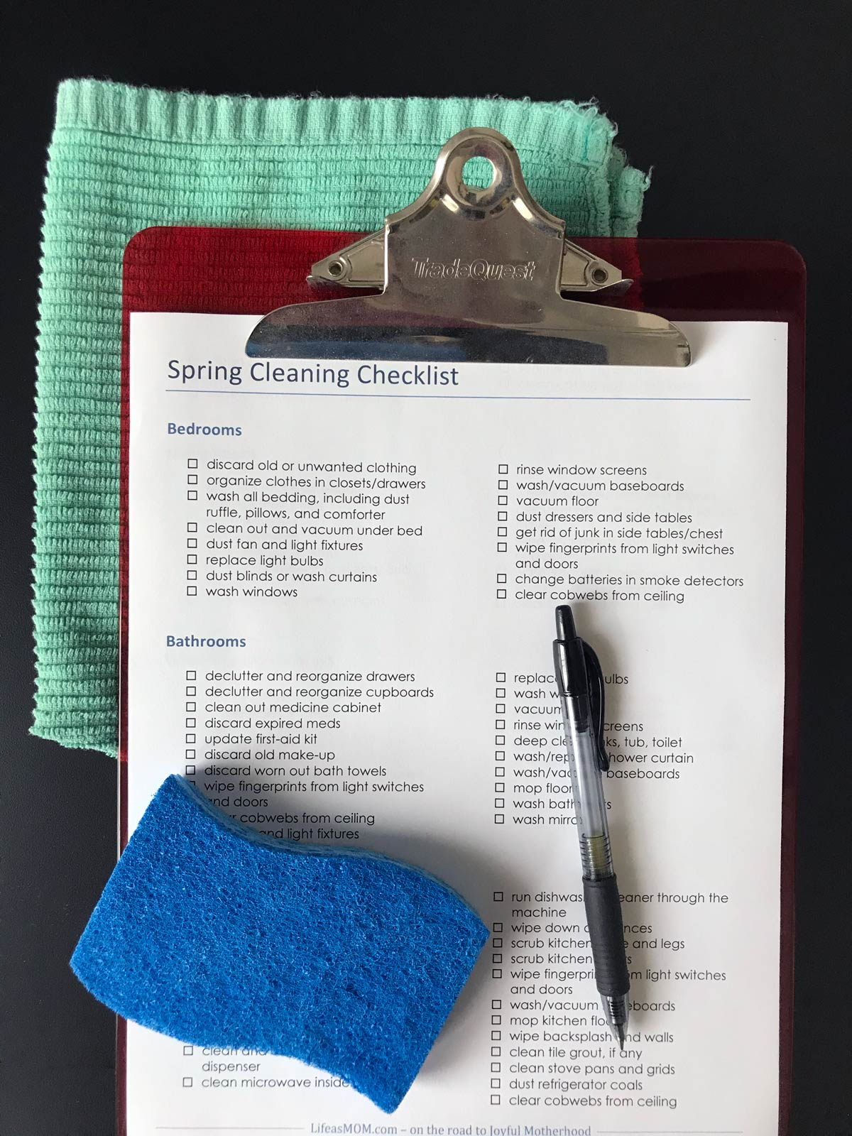 cleaning checklist on clipboard