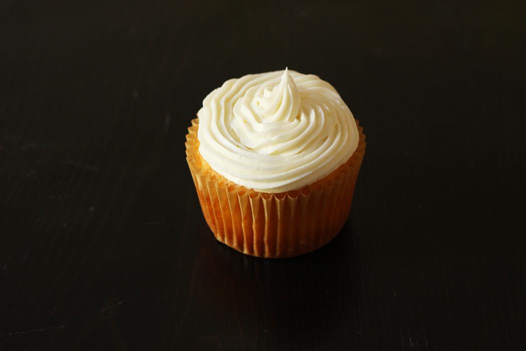 Easy Lemon Cupcakes | Life as Mom