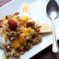 banana-split-with-yogurt-and-granola